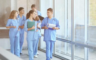 Travailler dans un laboratoire d'analyses médicales après des études en pharmacie